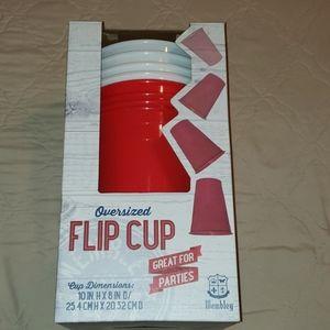 OVERSIZED FLIP CUP